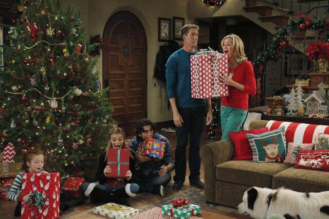 File:Stan Steals Christmas.jpg