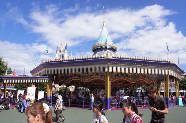 File:Castle Carrousel.jpg