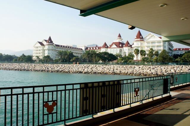 File:Disney Resort Pier and Hong Kong Disneyland Hotel (Hong Kong).jpg