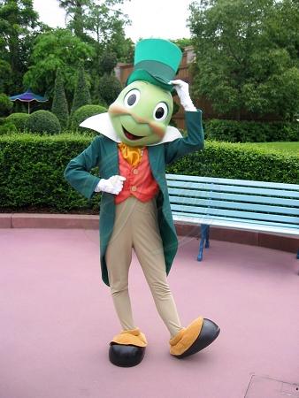File:Jiminy Cricket HKDL old.jpg