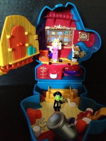 File:Bluebird toys uk polly pocket muppet treasure island pirate gonzo head toy set 3.jpg