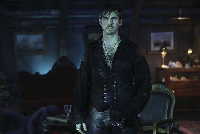 File:Once Upon a Time - 6x06 - Dark Waters - Photgraphy - Hook 5.jpg