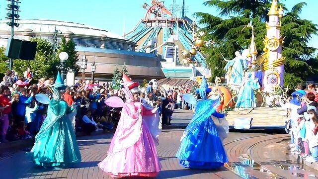 File:Disneyland Magic Everywhere Parade.jpg
