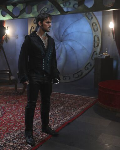 File:Once Upon a Time - 6x06 - Dark Waters - Photgraphy - Hook 7.jpg