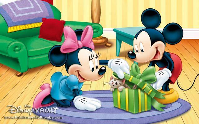 File:Minnies Gift- 1280x800.jpg