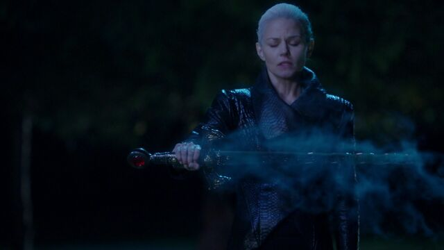 File:Once Upon a Time - 5x10 - Broken Heart - Emma and Excalibur.jpg