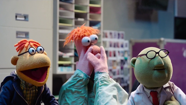 File:TheMuppets-S01E07-ScooterBeakerBunsen.png