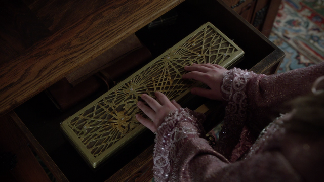 File:Once Upon a Time - 5x19 - Sisters - Box.png