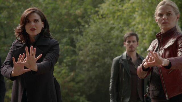 File:Once Upon a Time - 6x01 - The Savior - Emma and Regina.jpg
