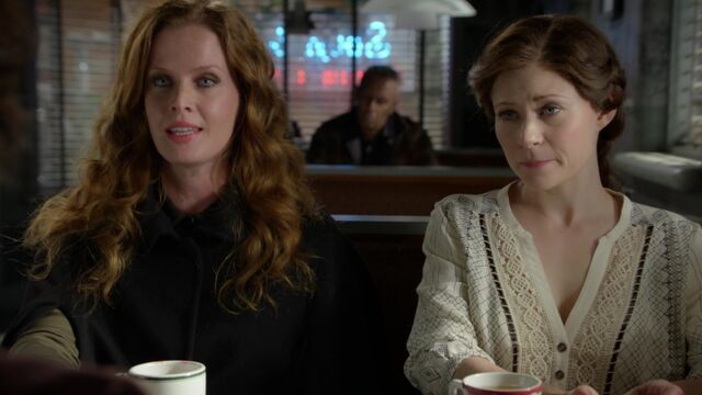 File:Once Upon a Time - 6x08 - I'll Be Your Mirror - Zelena and Belle.jpg