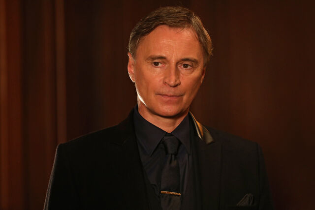 File:Once Upon a Time - 6x16 - Mother's Little Helper - Photography - Mr. Gold.jpg