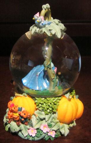 File:Disney Princess Cinderella Jaq Gus Snowglobe Water Globe Glass Dome Figure-2.jpg