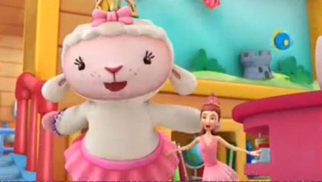 File:Lambie and dress up daisy6.jpg