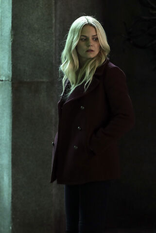 File:Once Upon a Time - 6x08 - I'll Be Your Mirror - Photography - Emma.jpg