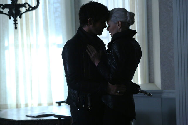File:Once Upon a Time - 5x08 - Birth - Released Image - Hook and Dawk Swan.jpg