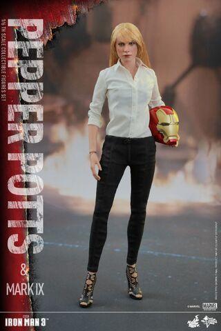 File:Iron Man Mark IX and Pepper Hot Toys 12.jpg