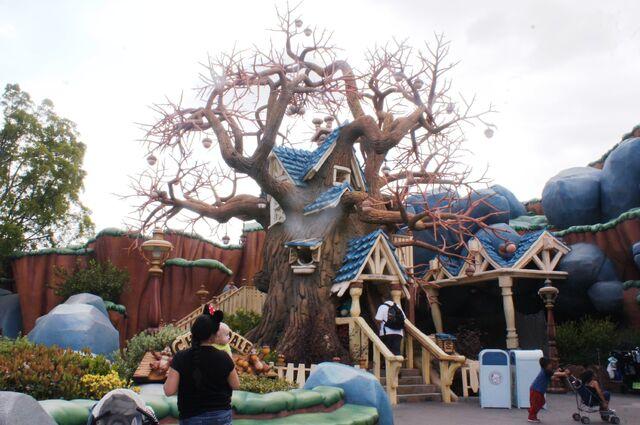 File:Chip n Dale's Treehouse at Disneyland.jpg