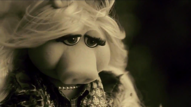 File:Miss Piggy Adele Hello spoof 13.png