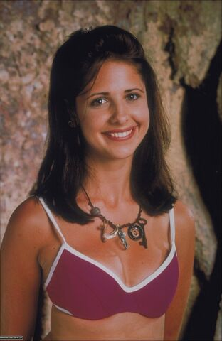 File:Beverly-Hills-Family-Robinson-stills-1998-sarah-michelle-gellar-12678317-990-1500.jpg