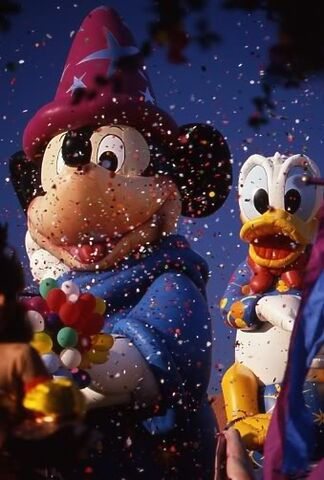 File:Mickey and Donald Balloons.jpg