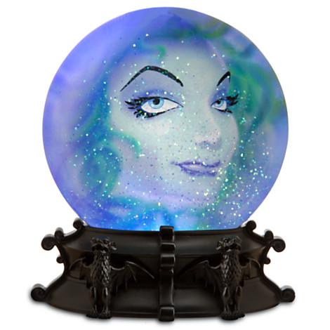 File:Madame Leota Snow Disc - The Haunted Mansion.jpg