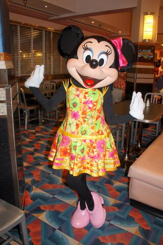 File:Minnie Mouse at Minnie's Summertime Dine.jpg