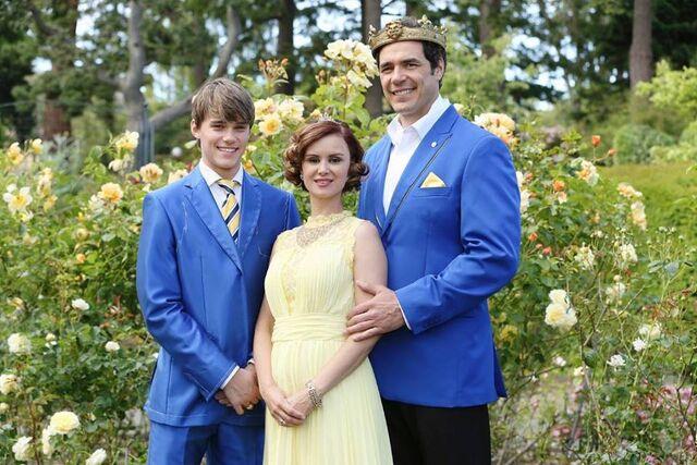 File:Auradon Royal Family 2.jpg