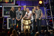 R5-Wins-Show-Stopper-Award-at-the-RDMAs
