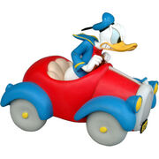 Donald-duck-in-car-835-p