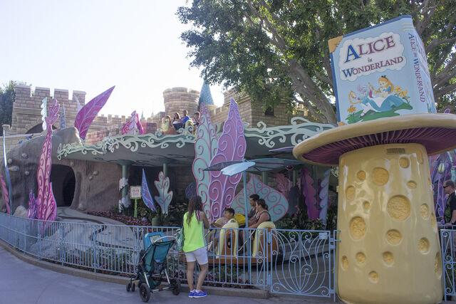 File:Alice in Wonderland (DL).jpeg