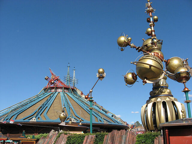 File:Discoveryland, Disneyland Paris, France.jpg