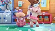 Lambie and hallie singing