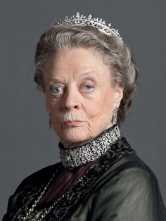 File:Dowager Countess of Grantham.jpg