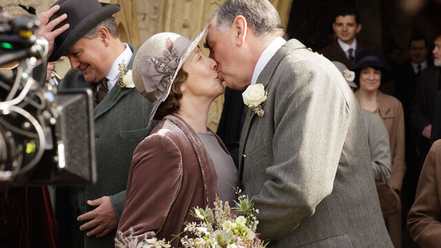 File:Downton-abbey-s6-e3-wedding-7.jpg