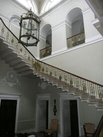 File:Basildon-Staircase.jpg