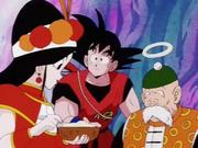 Annin mange des nouilles en face de Goku et grand-père Gohan