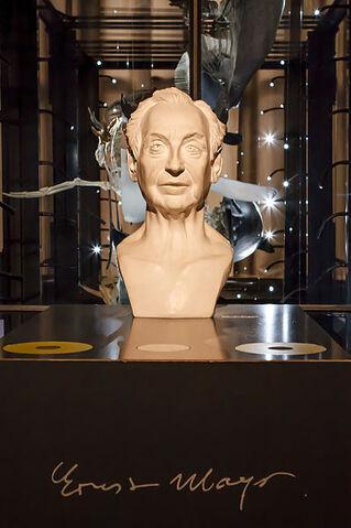 File:399px-Ernst Mayr - Büste - Museum für Naturkunde - Berlin.jpg