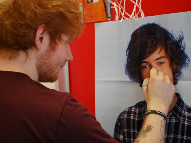 File:Ed Sheeran Defaces Harry Styles 1 608x456.jpg