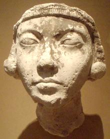 File:220px-FaceOfAYoungAmarnaWoman-ThutmoseWorkshop MetropolitanMuseum.png