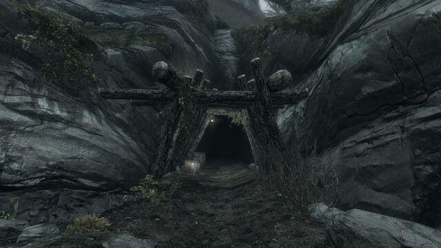 File:Soljunds sinkhole.jpg