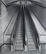 Cleat-type escalators