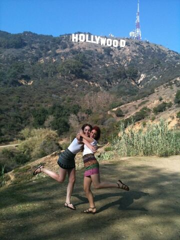 File:Ariana-grande-and-elizabeth-gillies-hollywood-sign-640x853.jpg