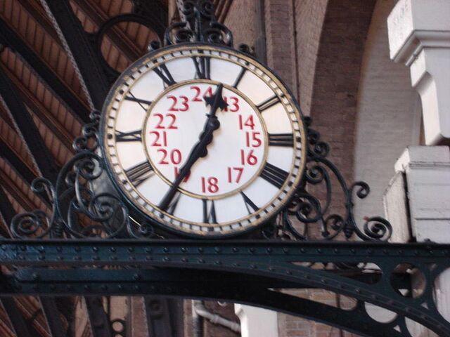 File:Clock in Kings Cross.jpg