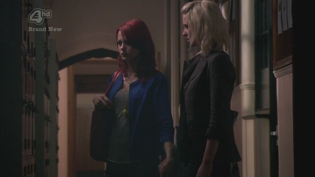 File:4x02-HD-naomi-and-emily-10314968-1280-720.jpg