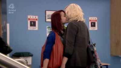 File:Naomily-screencaps-Season-4-Emily-naomi-and-emily-16879076-400-225.jpg