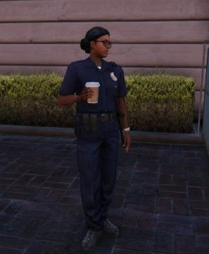 Archivo:Agente-femenina-policia gtav.jpg