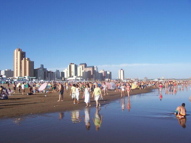 Archivo:Playa-Necochea.JPG