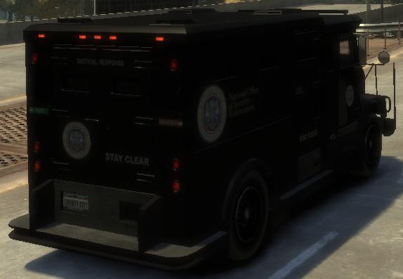 Archivo:Enforcer detrás GTA IV.png