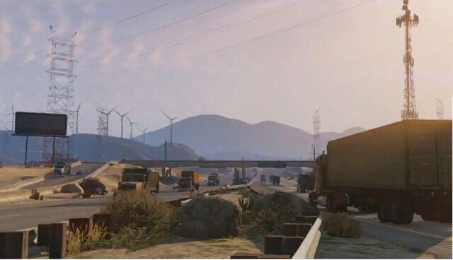 Archivo:Molinos de viento trailer 2 carretera.jpg