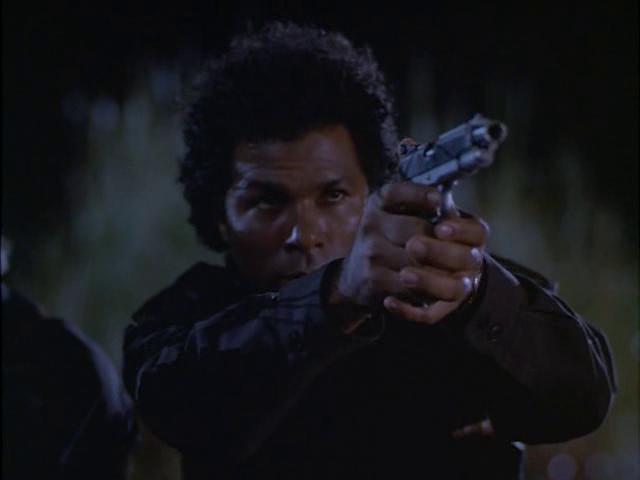 Archivo:Rafael con pistola.png
